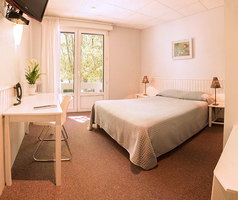 chambre standard inter hotel cartier. Black Bedroom Furniture Sets. Home Design Ideas